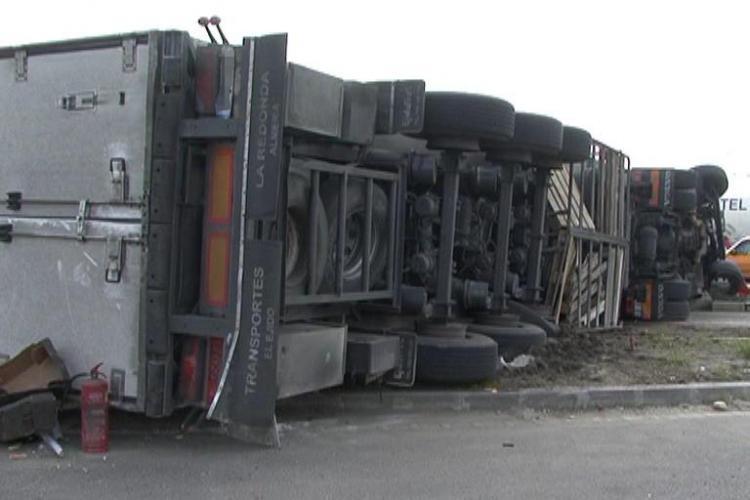 TIR răsturnat pe Autostrada Transilvania! Traficul a fost blocat pe A3