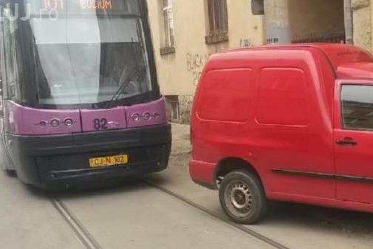 La Cluj e sport local să blochezi linia de tramvai - FOTO