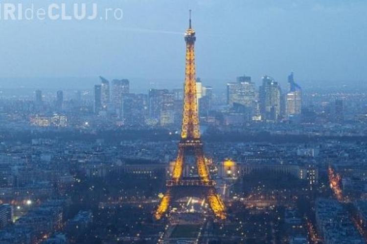 """Apare """"Poliţia Facebook"""". Selfie-urile cu Turnul Eiffel și alte clădiri publice ar putea fi interzise"""