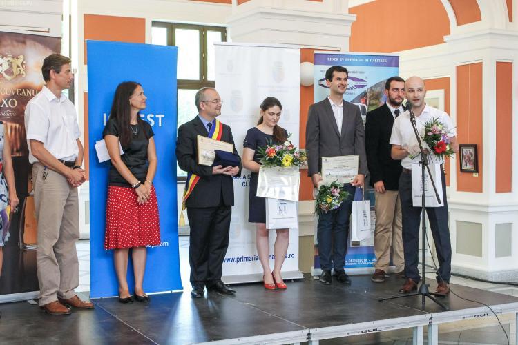 """Au fost premiați câștigătorii concursului """"Tineri Cercetători în Știință și Inginerie"""". Doi cercetători din Cluj au primit 2.500 dolari FOTO"""
