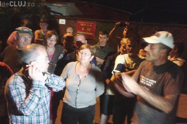 Protest în Someșeni! Emil Boc a fost acuzat de oameni că le-a făcut o rampă de gunoi lângă case - VIDEO