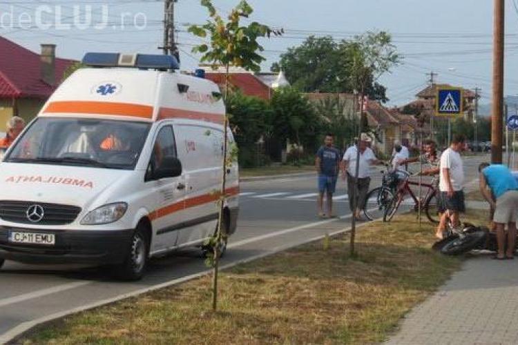 Un motociclist beat și fără permis a făcut accident la Gherla. A intrat direct într-un gard și a zburat de pe motocicletă VIDEO