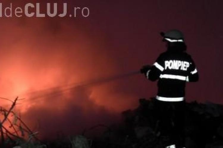 Un incendiu a cauzat panică la Toroc. Un fost pompier este suspectat că ar fi pornit focul VIDEO