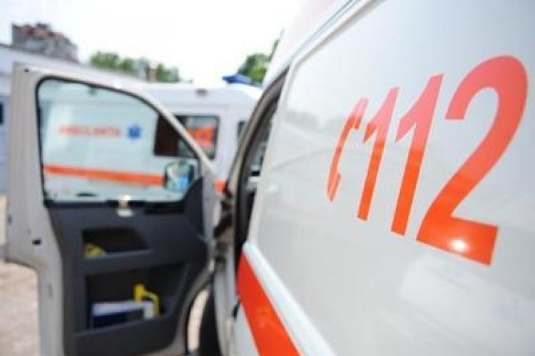 Ambulanță implicată într-un accident la Cluj. Avea sirena pornită
