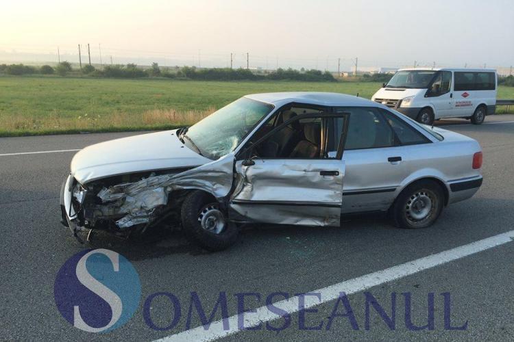 Accident cu două autoturisme la Jucu. Șoferul unui Audi a intrat într-o depășire periculoasă VIDEO