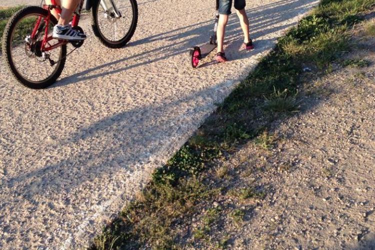 Se repară pista de biciclete de pe Malul Someșului. Anumite zone sunt deja impracticabile