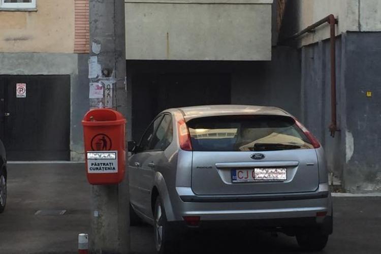 """Pentru că POATE sau că TREBUIE! Cum și-a """"SECURIZAT"""" parcarea un angajat al Primăriei Cluj-Napoca"""