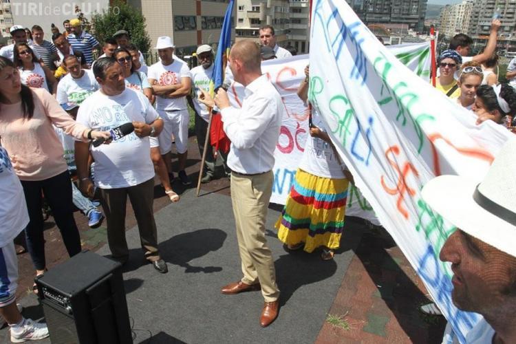 Peste 350 de romi de la Pata Rât au protestat la Cluj, împotriva rasismului