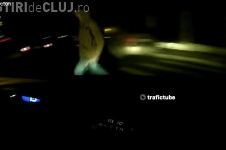 Accident la Cluj filmat LIVE! A lovit un pieton pe trecerea de pietoni. Cât de necesară ar fi iluminarea? - VIDEO