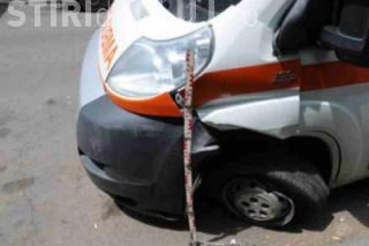 Accident grav în Cluj! O ambulanță a fost lovită de un șofer din Sălaj