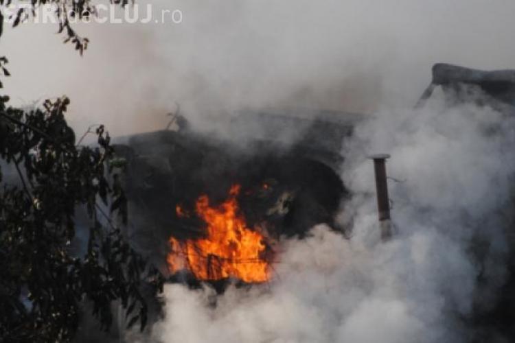 Traficul pe Aeroportul Internațional Cluj, afectat de un incendiu pe rampa de la Pata Rât