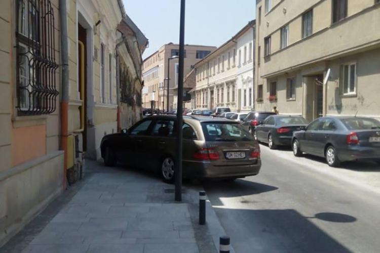Cum și-a parcat BARCA pe o stradă din Cluj, nou finisată - FOTO