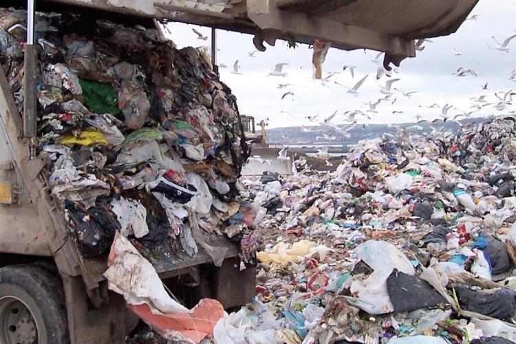 Cluj-Napoca duce deșeurile la Oradea, pentru următoatrele 3 luni. Orădenii au depozit ecologic