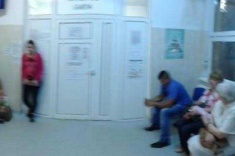 La Contagioase Cluj, oamenii sunt ținuți la ușă sau trimiși la plimbare - FOTO