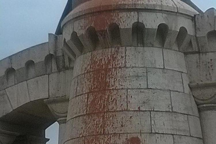 Cât costă curățarea statuii lui Matei Corvin de vopsea, după ce a fost vandalizată