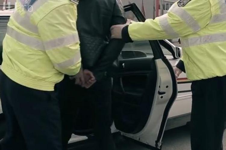 Doi hoți din autoturisme prinși la Cluj de poliție