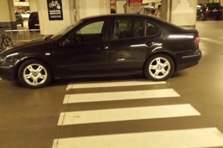 Așa parchează la Cluj șoferii care nu au BMW -uri!!! - FOTO