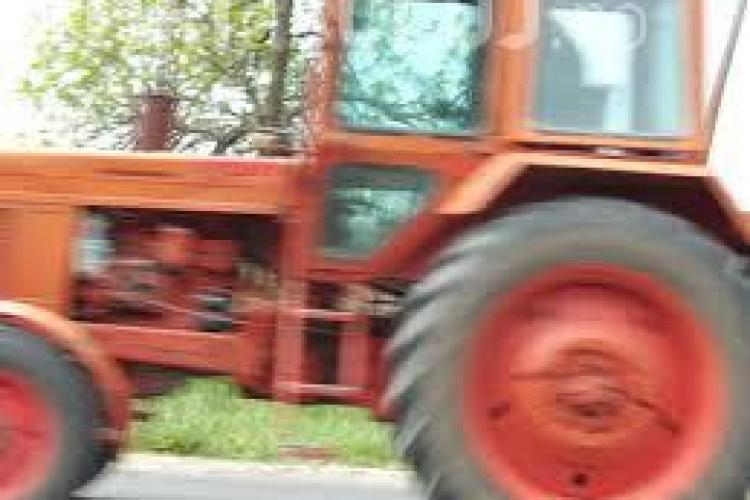 Un clujean s-a ales cu dosar penal după ce a ieșit cu tractorul pe stradă
