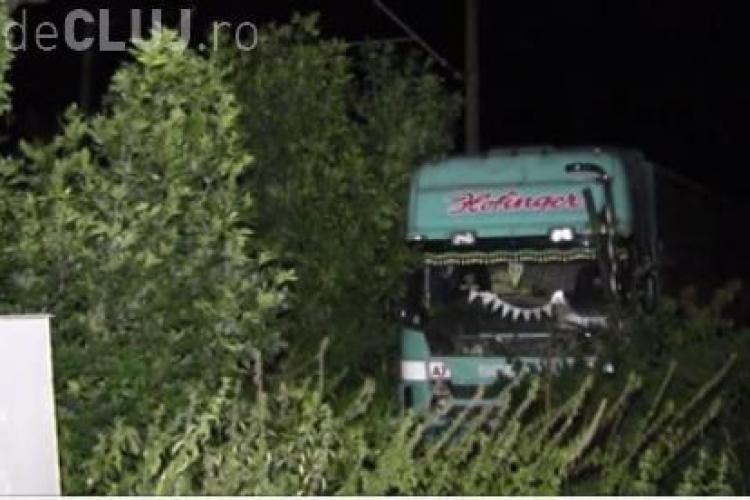 Accident cu un TIR la intrare în Dej. Șoferul a adormit la volan VIDEO