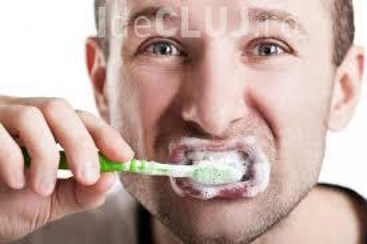 Invenția genială a unui japonez. Pasta de dinți care te ține departe de dentist