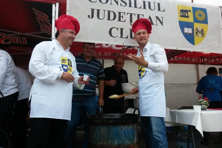 Distracție la Zilele Culturale Maghiare la un concurs de gătit! Șefii CJ Cluj au pregătit Varza a la Cluj - VIDEO