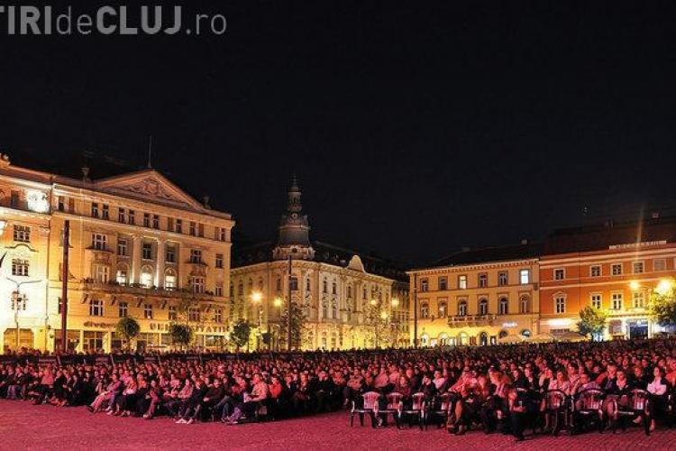 Cluj - Spectacol de operă în Piata Avram Iancu