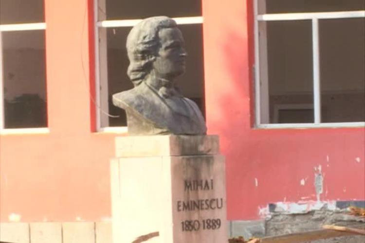 Liceul Mihai Eminescu arată ca după război. Elevii vor sta în tarcuri după începerea școlii - FOTO