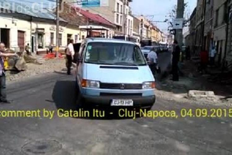 Scene IREALE: Primarul Emil Boc pe post de politist pe Motilor - VIDEO