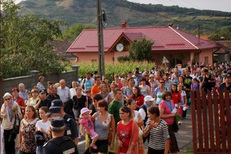 Pelerinaj la Mânăstirea Nicula. Peste 250 jandarmi asigură paza