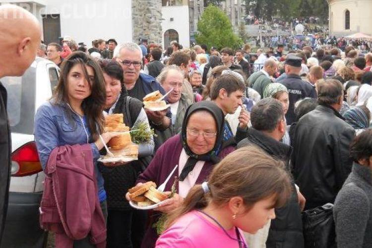 Pelerinaj la NICULA: Programul slujbelor de Sfanta Maria. Pelerinii înfometați, asteptați cu 20.000 de sarmale
