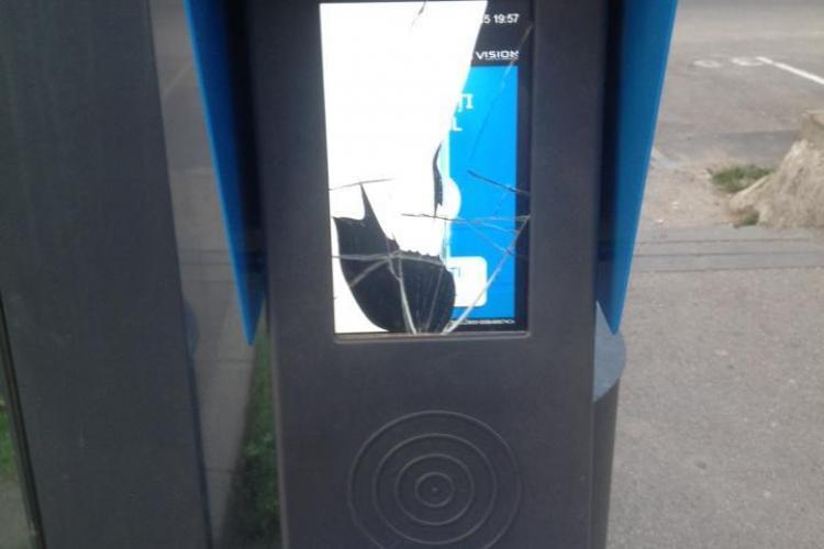 Noile automate de bilete ale Clujului, distruse de vandali. Oare ce rost mai au camerele de supravegere? - FOTO
