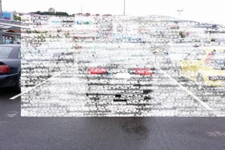 Cum să NU parchezi la mall. Vezi cum și-a lăsat un șofer Audi-ul pe două locuri FOTO