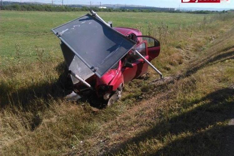 Accident în Cluj! Pasagerii au fost salvați de centurile de siguranță - FOTO