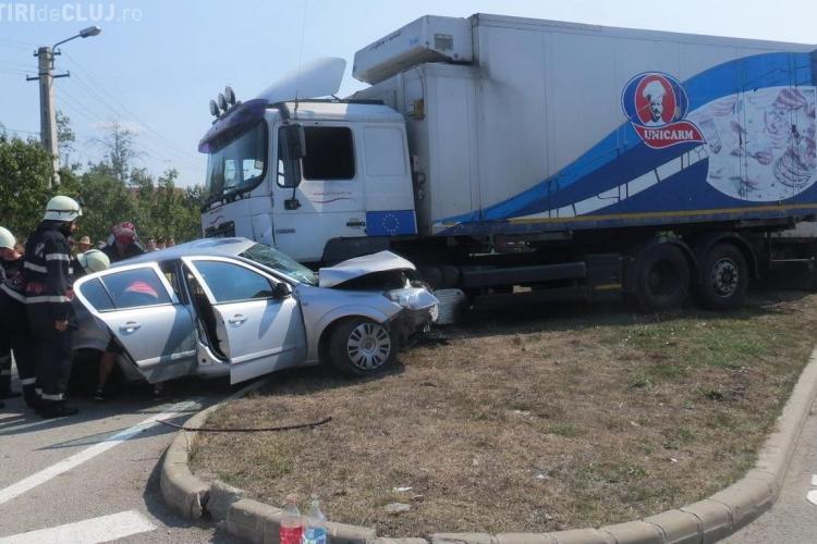 Accident grav la BUNEȘTI! Un camion Unicarm s-a urcat peste o mașină în care se afla un copil de 7 luni - VIDEO