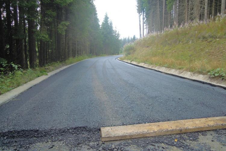 S-a turnat asfalt pe drumul penal de la Rachitele - Ic Ponor
