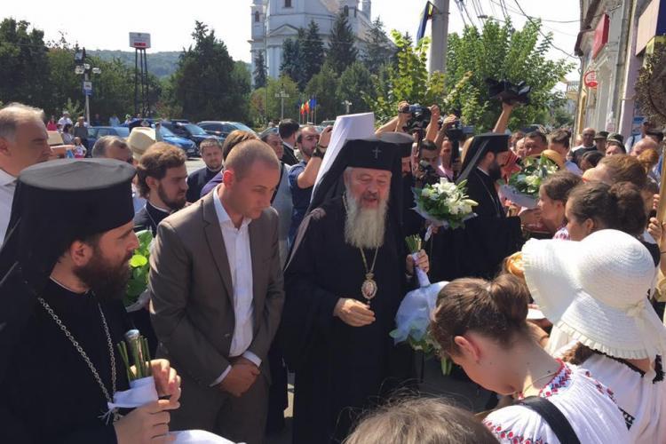 Procesiune spre Manastirea Nicula! Politicienii si Mitropolitul Andrei au stat în frunte - FOTO