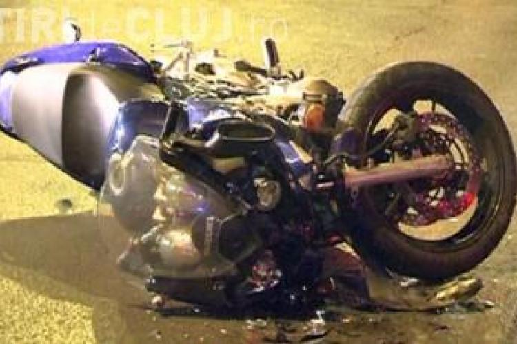 Accident cu două victime pe un drum din Cluj. Un motocciclist din Ungaria a intrat direct într-o mașină