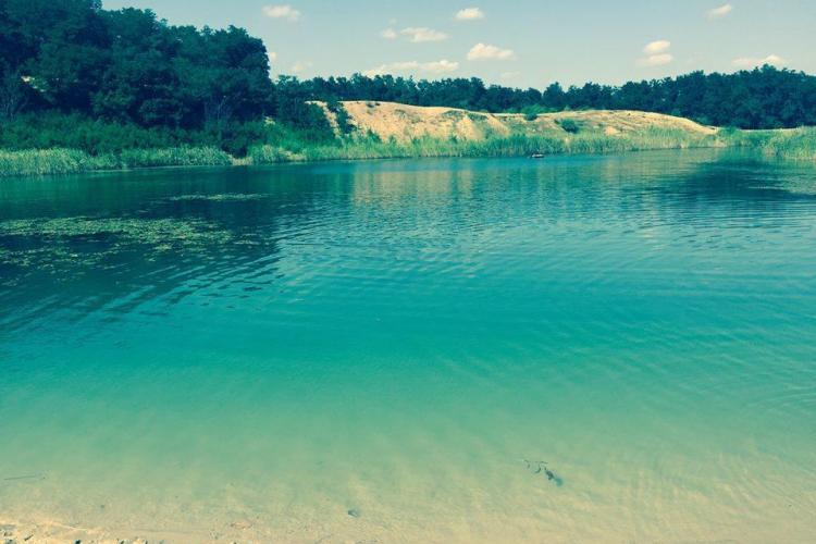 Lacul LAGUNA ALBASTRA din Aghiresu, scos la vânzare