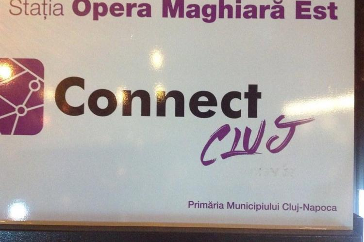 """La Cluj, niște """"binevoitori"""" au șters cu VOPSEA cuvântul Kolozsvar de pe automatele de bilete - FOTO"""