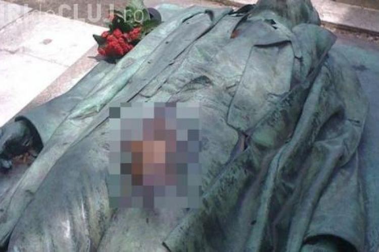 Femeile merg cu miile în cimitir si ating statuia ACOLO! Care este scopul ritualului - FOTO