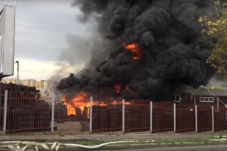 Incendiu de pe varianta Zorilor - Mănăștur - Imagini SPECTACULOASE filmate de clujeni - VIDEO