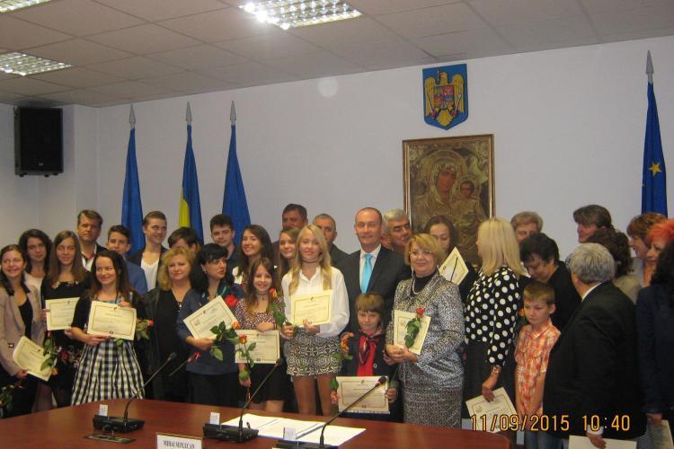 CJ Cluj a premiat elevii care au intrat cu zece la liceu și pe eleva cu ZECE la BAC