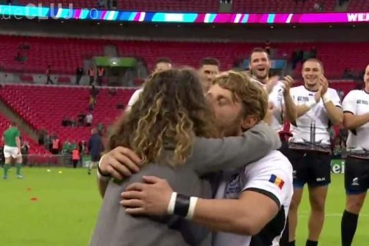 Moment emoționant la meciul de rugby România-Irlanda. Un jucător român și-a cerut iubita de soție pe stadionul Wembley VIDEO
