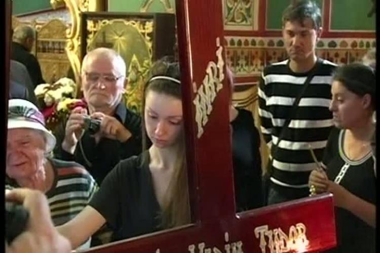 Corneliu Vadim Tudor înmormântat cu incidente SINISTRE