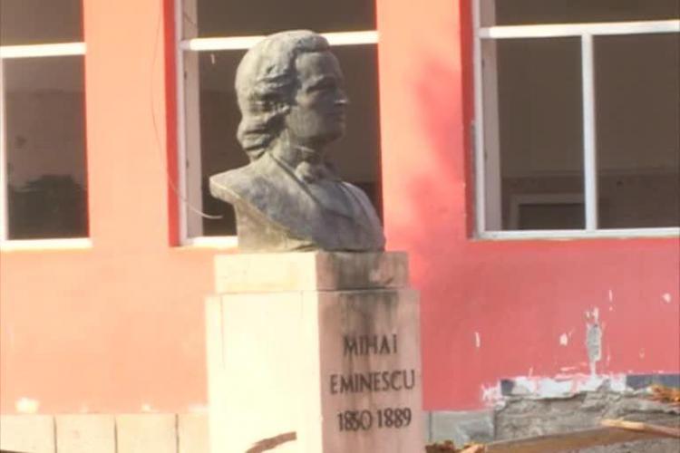 Prefectul Clujului a ÎNCHIS Liceul Mihai Eminescu. Fără tavan e cam greu să se înceapă școala