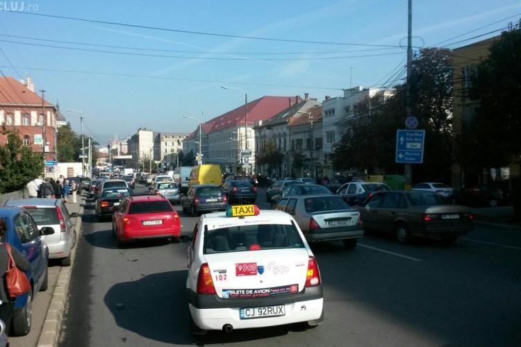 Centrul Clujului, plin de mașini în prima zi de școală. Cum arată traficul FOTO