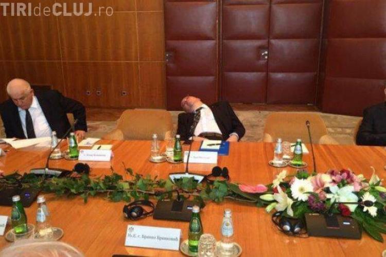 Dan Mihalache, şeful Cancelariei Prezidenţiale, a adormit la vizita oficială în Serbia - FOTO
