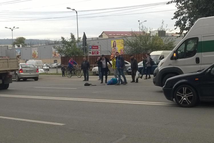 Accident filmat pe strada Fabricii, în Mărăști! Clujenii au sărit să îi dea ajutor victimei - VIDEO