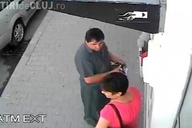 Două persoane au lăsat-o pe o clujeancă fără pensie, la bancomat. Au fost surprinși de camere VIDEO