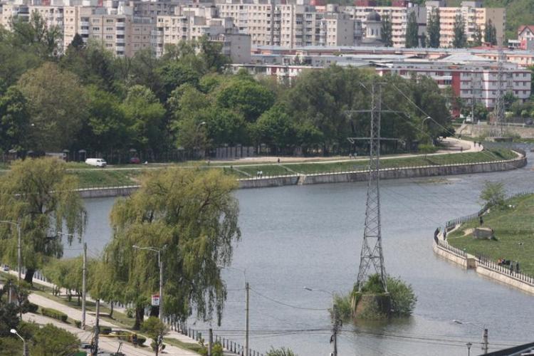 Arhitecții din Cluj: Opriți lărgirea străzii Splaiul Independenței prin acoperirea Someșului / Boc a oprit lucrările